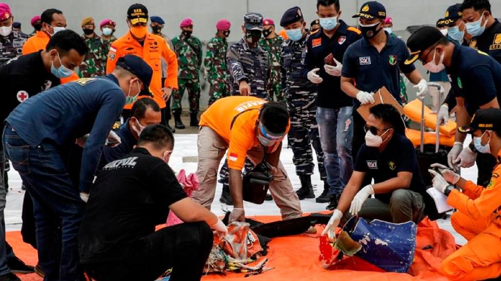 Localizan avión que cayó al mar tras despegar de Indonesia con 62 personas - Localizan avión que cayó al mar en Indonesia con 62 personas. Foto EFE