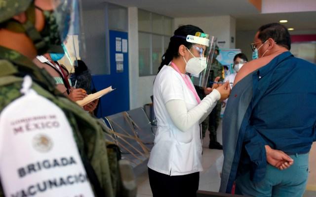 El freno en la llegada de vacunas contra COVID-19 pone a México en una posición delicada - Foto de EFE