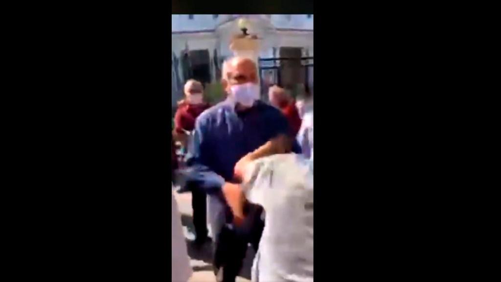 #Video Ministro de Cultura de Cuba agrede a periodista durante protesta - Ministro de Cultura de Cuba agrede a periodista Mauricio Mendoza del 'Diario de Cuba'. Foto Captura de pantalla