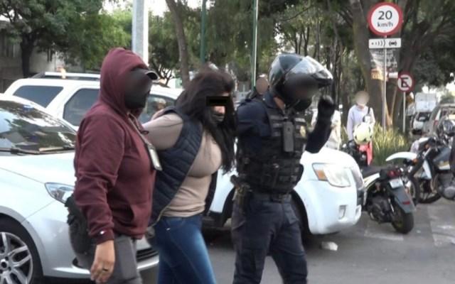 Detienen en CDMX a mujer por vender armas de fuego por Día de Reyes - Mujer detenida por venta de armas de fuego. Foto de SSC-CDMX
