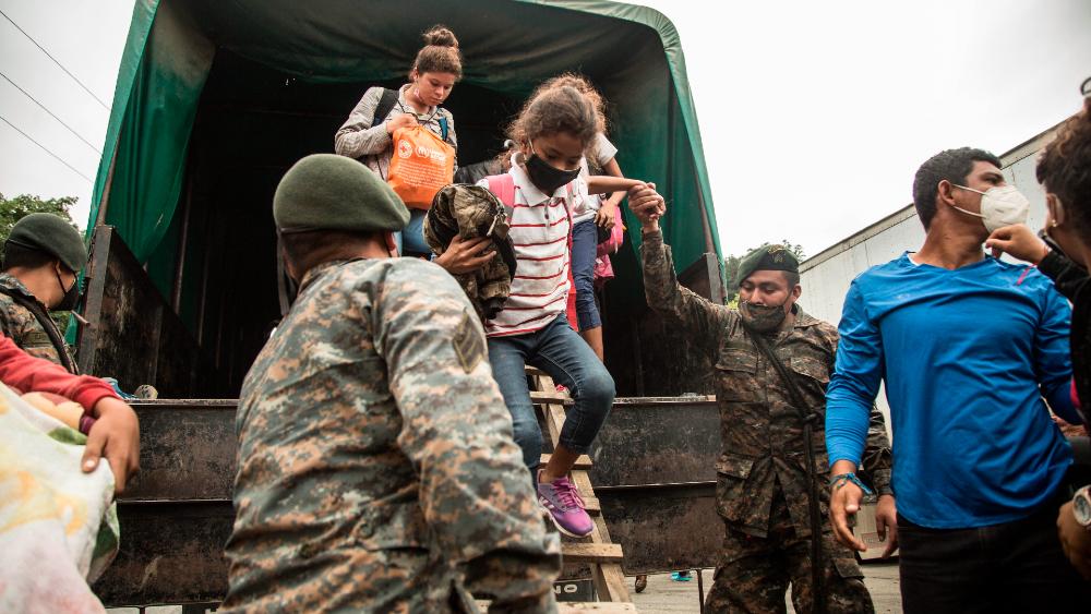Save the Children pide a México proteger a la infancia de caravana migrante - Foto de EFE
