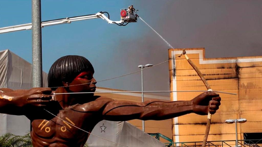 Ordenan cierre de Ciudad de la Samba en Río de Janeiro por riesgo de incendios - Ordenan cierre de Ciudad de la Samba de Río de Janeiro por riesgo de incendios. Foto EFE