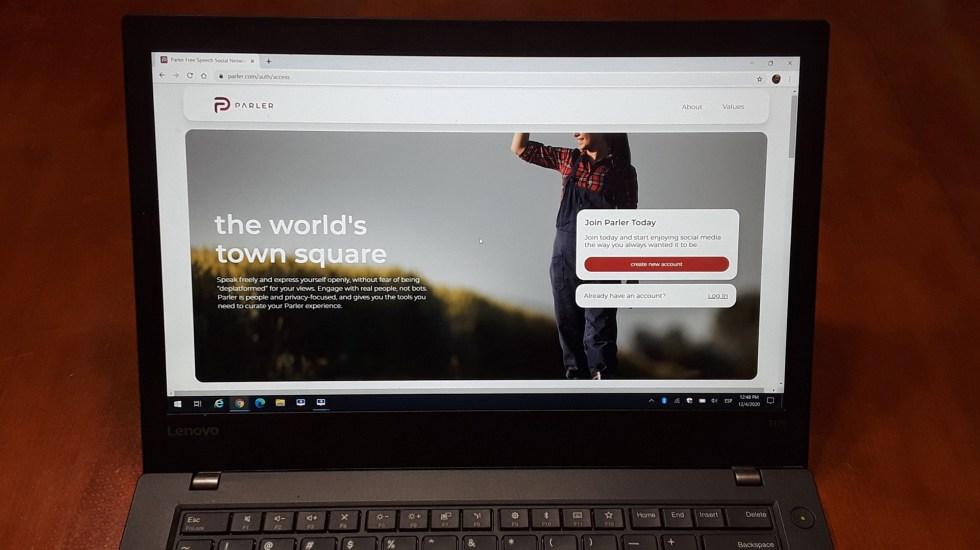 Apple y Amazon también vetan la red social Parler tras asalto al Capitolio - Página de Parler vista desde una computadora. Foto de EFE