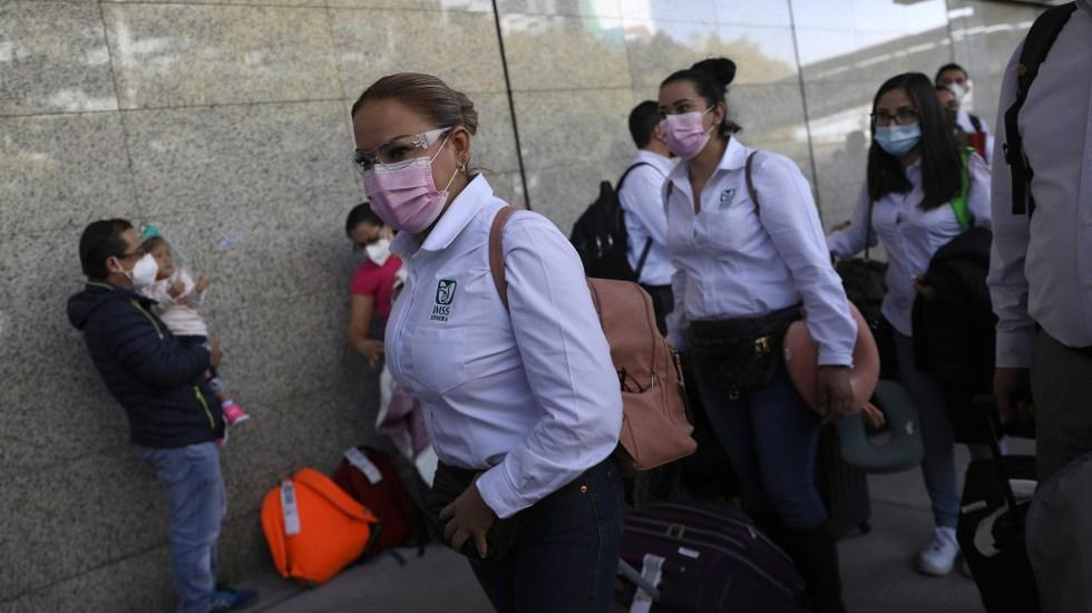 Personal sanitario viaja mil km para atención del COVID-19 en CDMX - Personal sanitario de la Operación Chapultepec. Foto de EFE