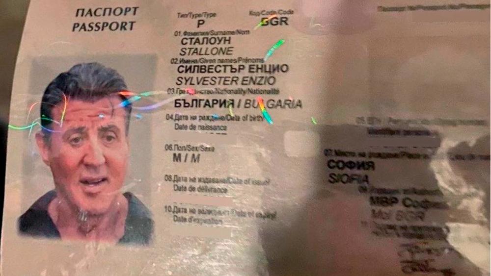 Detienen falsificadores que atraían con pasaporte de Sylvester Stallone - Foto de EFE