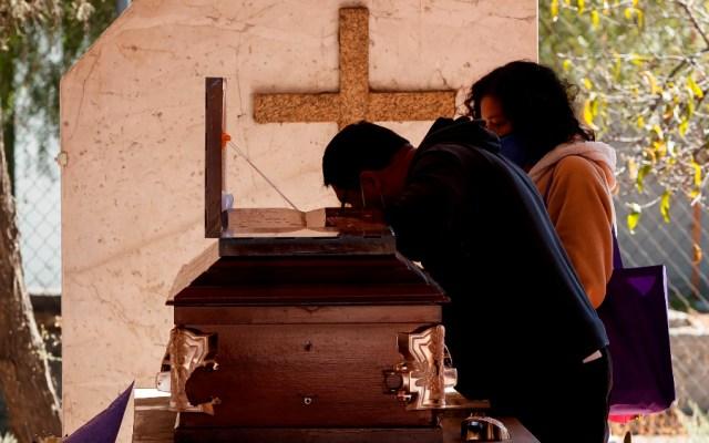 México tuvo 200 mil 256 muertes por COVID-19 en 2020, un 34.7% más que conteo oficial - Tlahuac CDMX panteon coronavirus covid muertos México