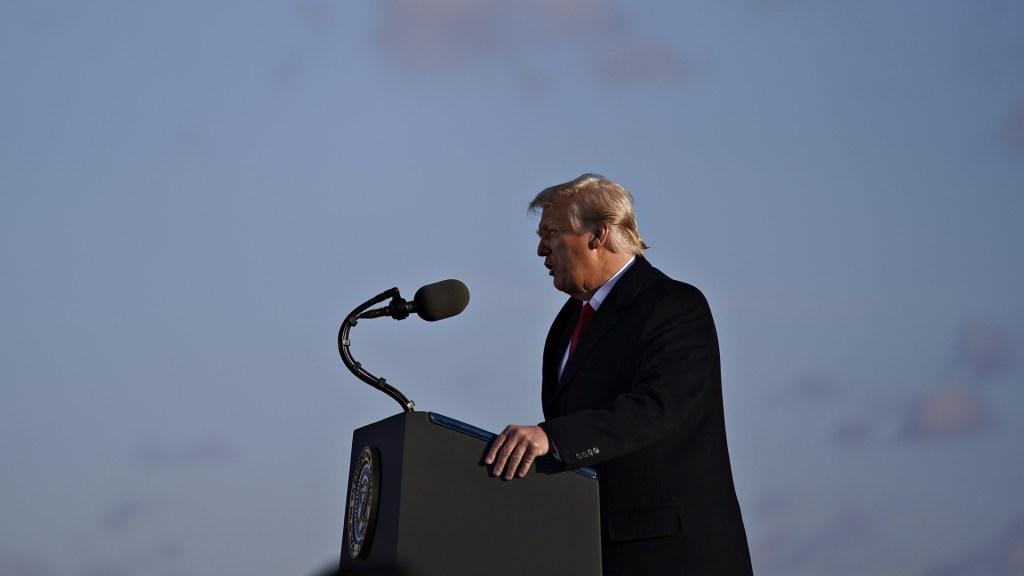 """""""Nos veremos pronto"""", últimas palabras de Trump como presidente de EE.UU. - Trump en base militar Andrews. Foto de EFE"""