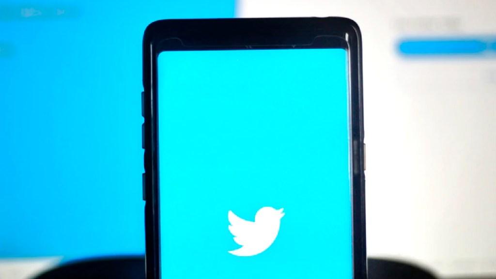 Twitter México suspende cuentas afines a la 4-T por violar políticas de la plataforma - Twitter México cierra cuentas afines a AMLO por manipulación de la plataforma. Foto unsplash/@mrthetrain