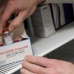 """""""Paramédico del año 2020"""" arrestado por participar en robo de vacunas contra COVID-19 en Florida"""