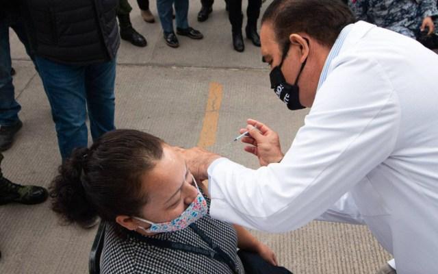 Salud de Nuevo León reporta 13 casos de reacción leve tras aplicación de vacuna contra COVID-19 - Foto de @nuevoleon