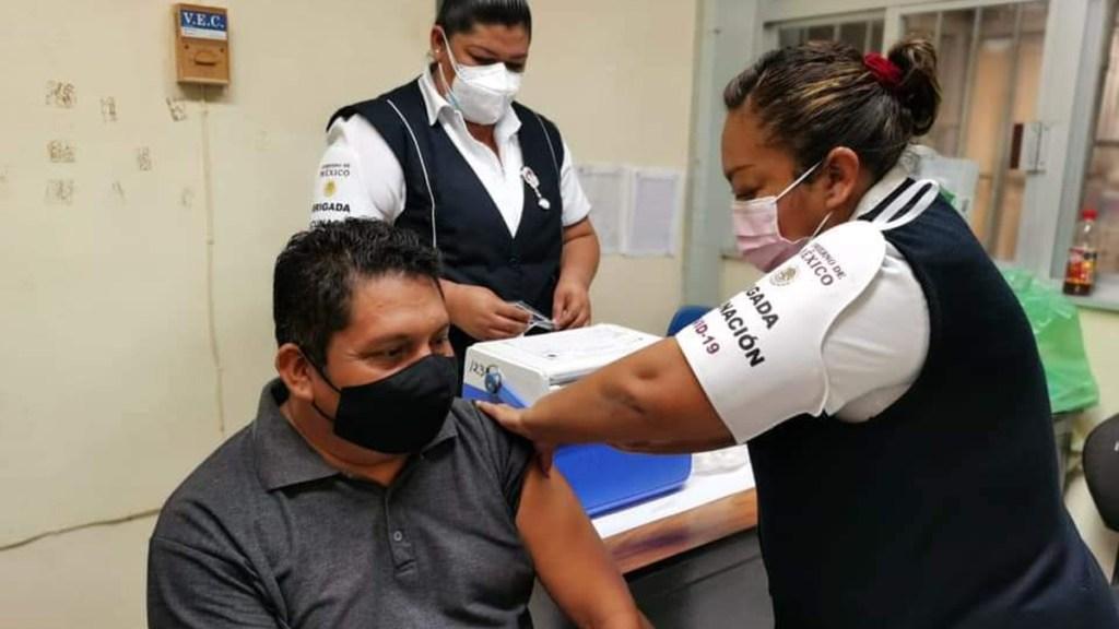Maestros serán vacunados a partir del martes; regreso a clases presenciales, antes de finalizar ciclo escolar - Vacunación contra COVID-19 de maestros en Campeche.