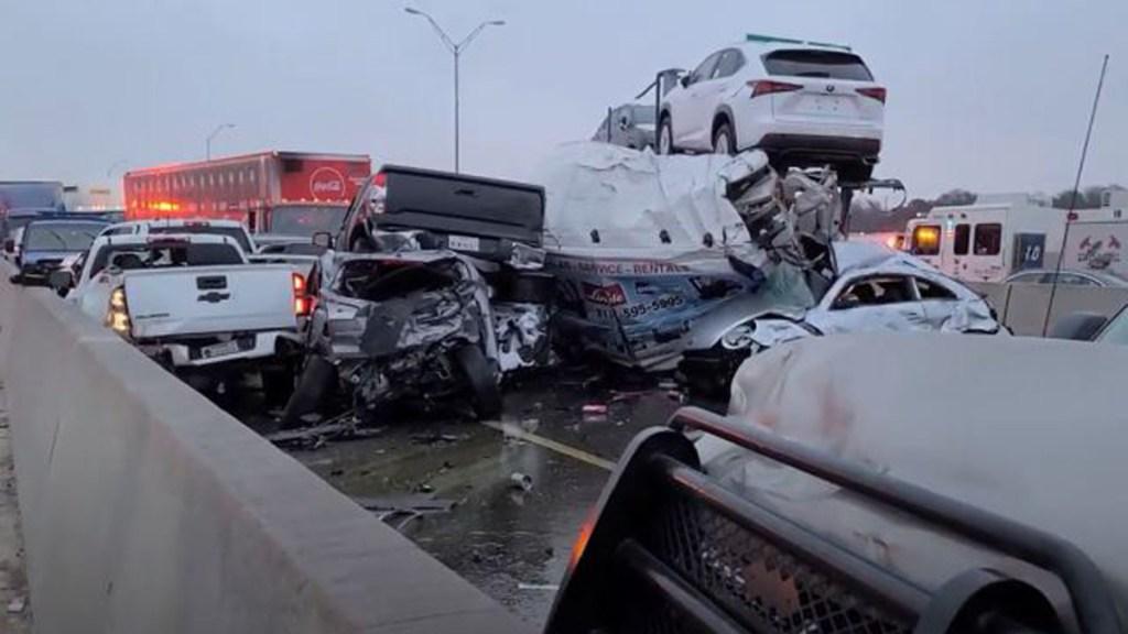 #Video Carambola de al menos 100 autos en Texas deja al menos seis muertos - Autos implicados en carambola en Texas. Foto de Jason McLaughlin / CBS 11 News