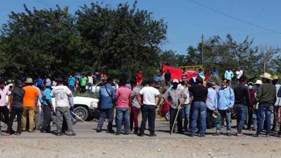 Se mantiene bloqueo en la carretera del Istmo, en Oaxaca; suma 8 días de afectaciones - El Bloqueo Transístmico. Foto de de Archivo Quadratín.