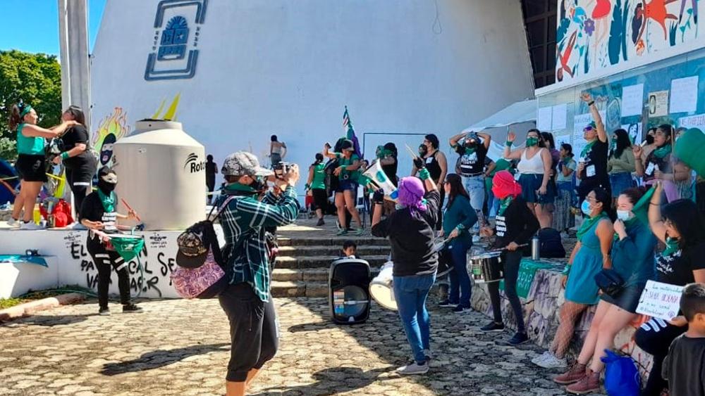 Ambiente tenso en Congreso de Quintana Roo previó a discusión sobre despenalización del aborto - Foto de @novedadesqroo