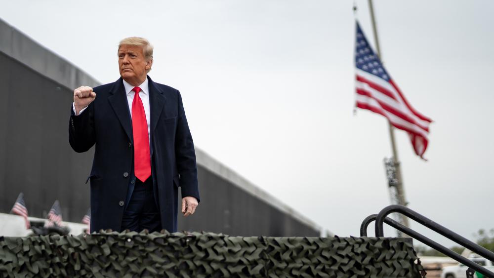 Trump pide boicotear a la MLB y a otras ocho empresas - Donald Trump muro