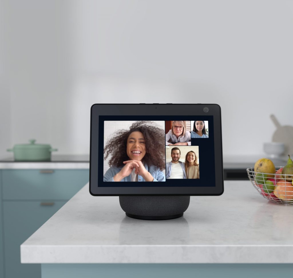 Review Echo Show 10, la reinvención de la bocina inteligente - Echo Show 10. Foto de Amazon.