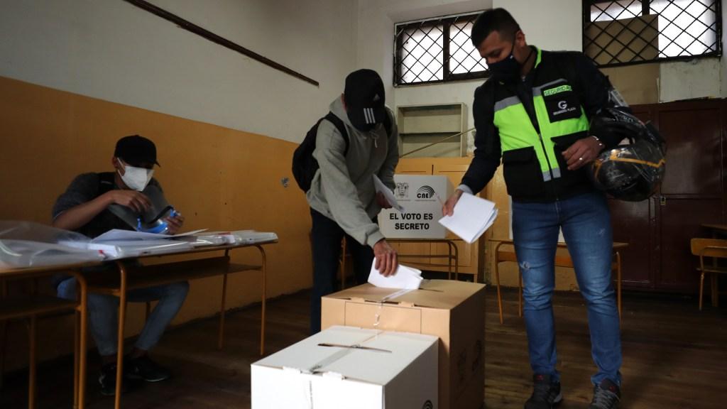 Ecuador vive jornada electoral para elegir a su nuevo presidente - Elecciones en Ecuador. Foto de EFE