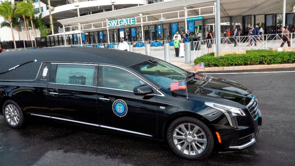 Familia y autoridades de EE.UU. despiden a agente del FBI asesinada en Florida - Foto de EFE