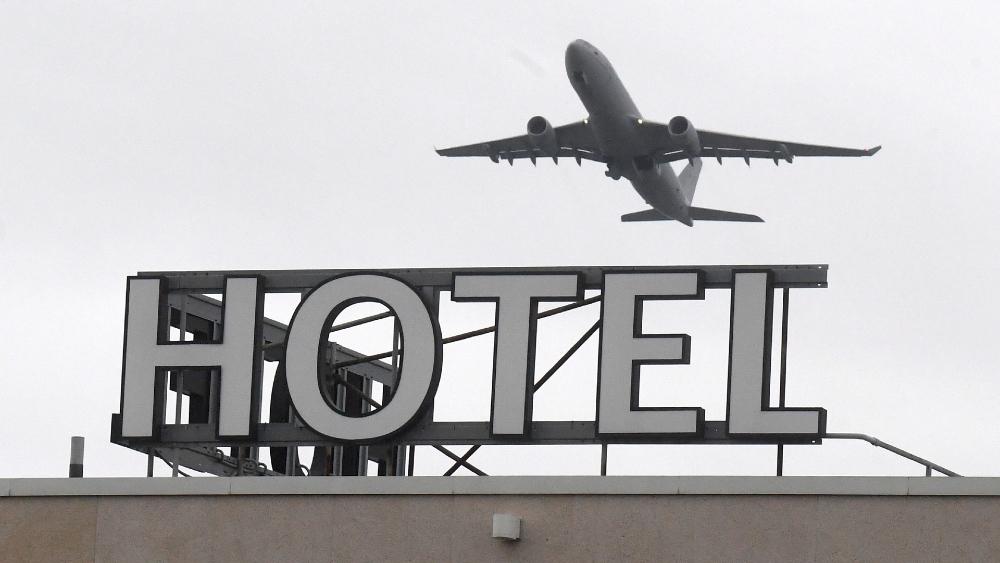 Empieza la cuarentena en hoteles británicos para viajeros de países de alto riesgo - Foto de EFE