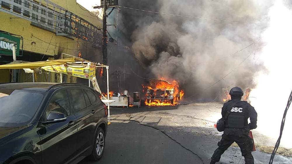 Incendio de pipa cerca del Mercado de Jamaica deja ocho lesionados - Foto de @SGIRPC_CDMX
