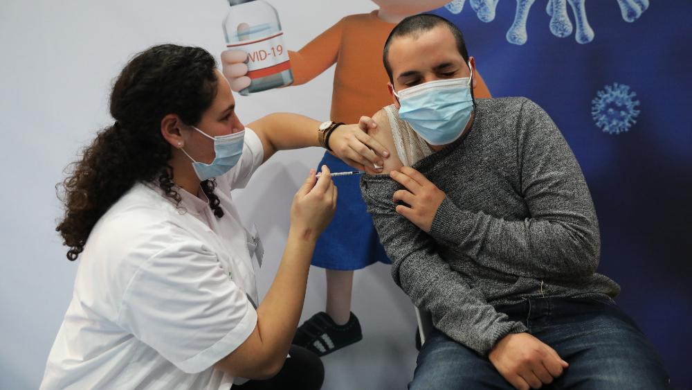 Mortalidad por COVID-19 se redujo 98.9% entre los israelíes vacunados - Foto de EFE