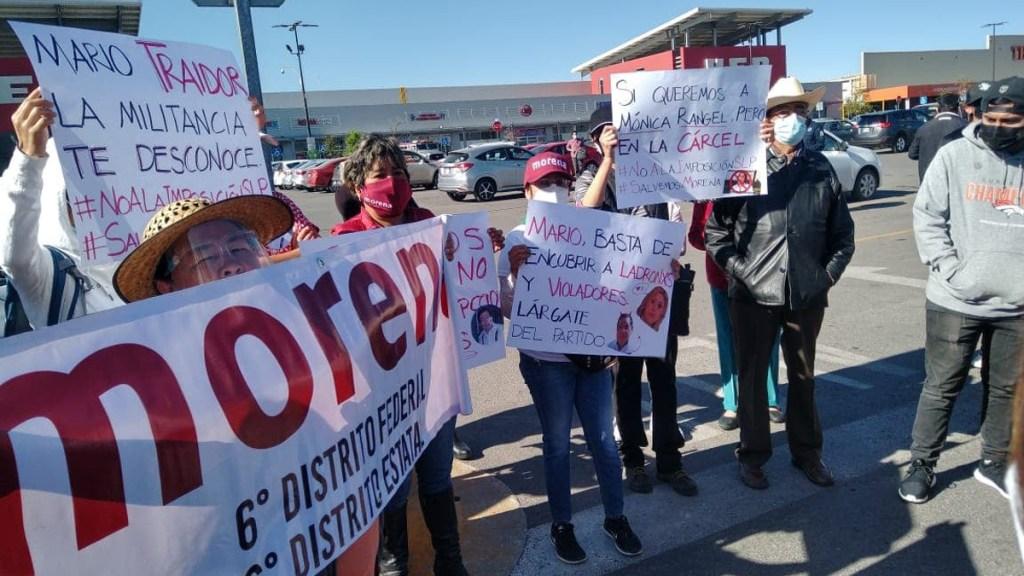 #Video Denuncian militantes de Morena imposición de Mónica Rangel con marcha en carretera de SLP - Manifestación contra Mónica Rangel. Foto de La Noticia San Luis