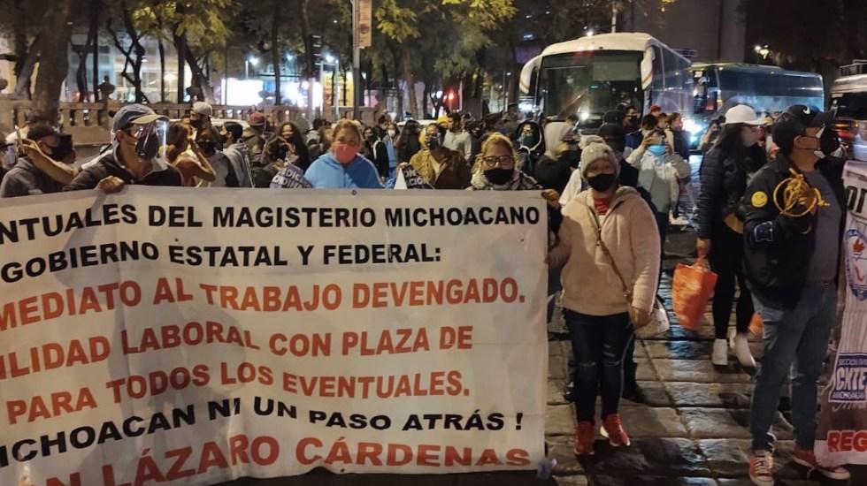 Integrantes de la CNTE realizan mitin en el Ángel de la Independencia para exigir la abrogación de la Reforma Educativa - Foto de @Erika_Velasco_