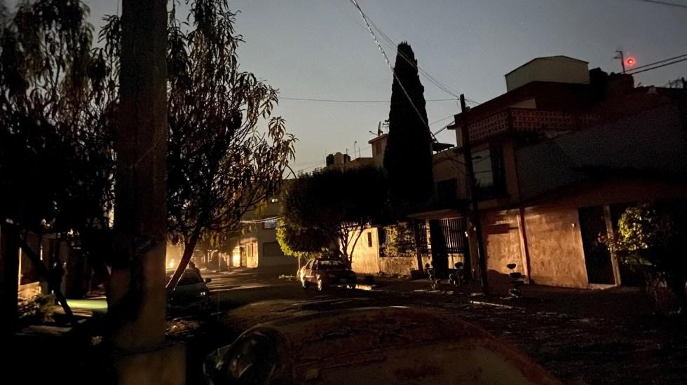 Indispensable fortalecer infraestructura de transmisión y distribución de energía, asegura CCE - En la foto, varias viviendas sufren de cortes a la energía eléctrica. Foto de EFE/Jorge Núñez