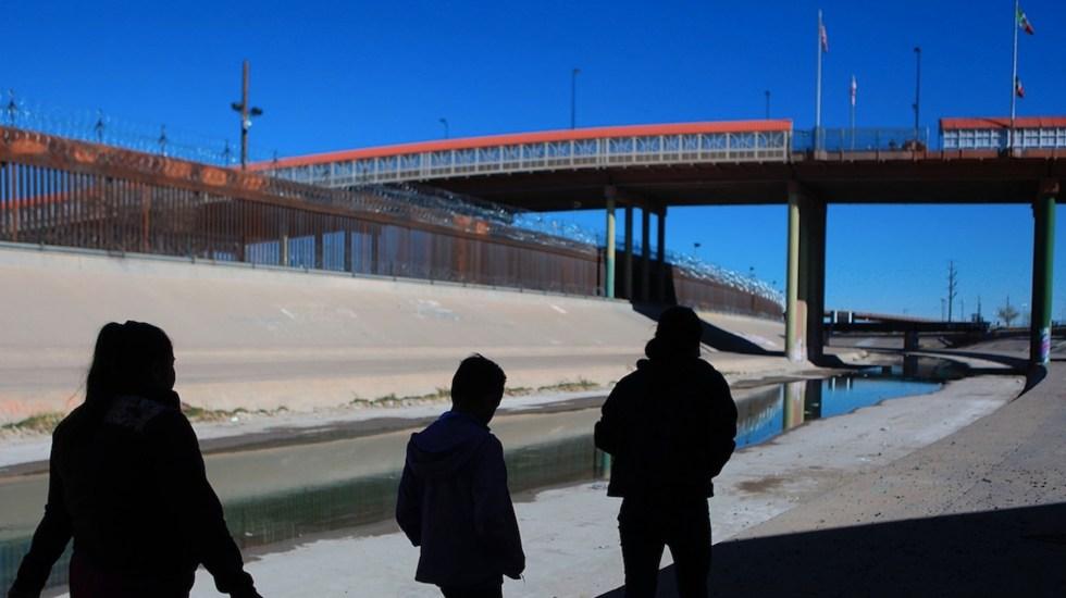 EE.UU. urge a México a frenar migración desde Centroamérica - Migrantes en frontera de México con EE.UU. Foto de EFE