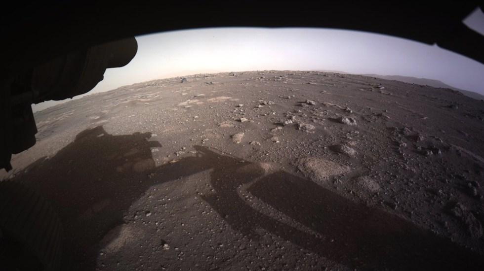 Perseverance toma la primera foto a color de la superficie de Marte - Foto de @NASAPersevere