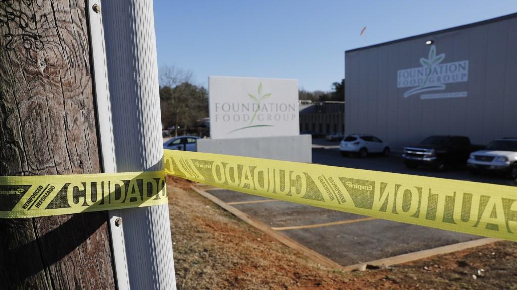 Aumentan a cinco los mexicanos muertos por fuga química en Atlanta, EE.UU. - Planta procesadora Prime Park Foods acordonada por fuga química. Foto de EFE
