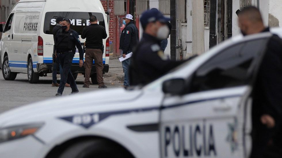 """""""Vamos a conquistar la paz"""", promete SSPC - Policías y peritos en escena del crimen en Ciudad Juárez, Chihuahua. Foto de EFE"""