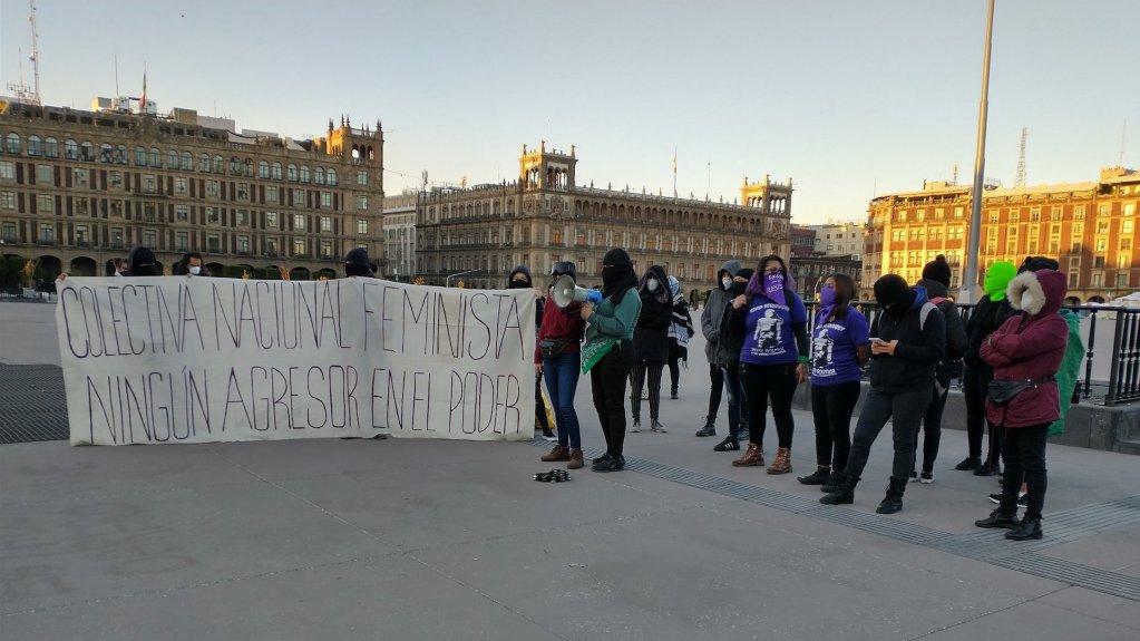 La Protesta de Colectivas Feministas en Palacio Nacional. Foto de @morraproletaria