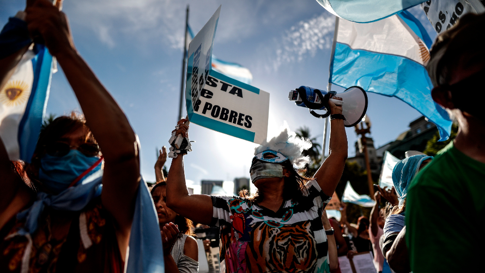 Argentinos protestan contra el gobierno por el escándalo de las vacunas VIP - Foto de EFE