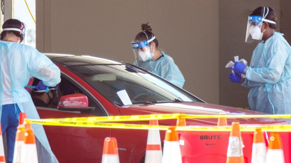 Detectan en Florida primer caso de variante brasileña de COVID-19 - Prueba de detección de COVID-19 a bordo de autos en Florida. Foto de EFE