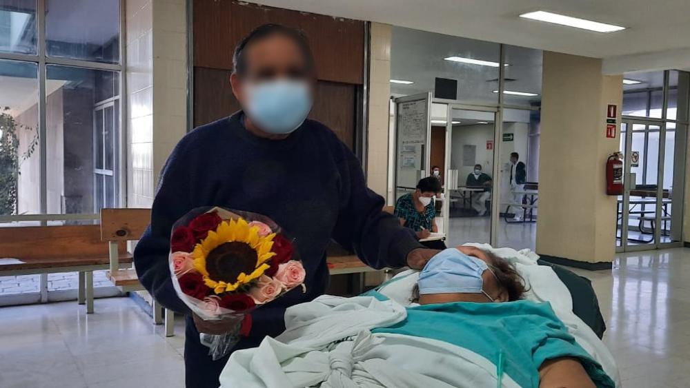 Adulta mayor sobrevive a COVID-19 y se reencuentra con su esposo en el IMSS de Monclova, Coahuila - Foto de IMSS