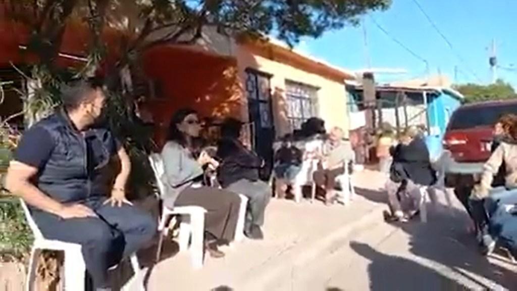 #Video Disparos interrumpen reunión de alcaldesa de Guaymas, Sonora - Reunión de la alcaldesa Sara Valle de Guaymas, Sonora. Captura de pantalla