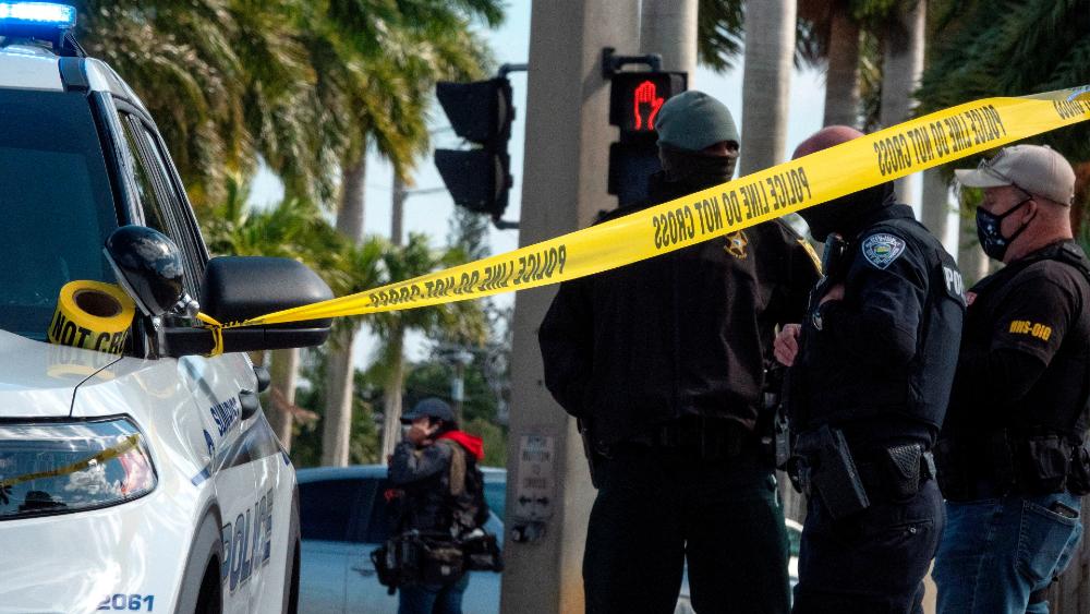 Mueren dos agentes del FBI y tres resultan heridos en registro de vivienda - Foto de EFE