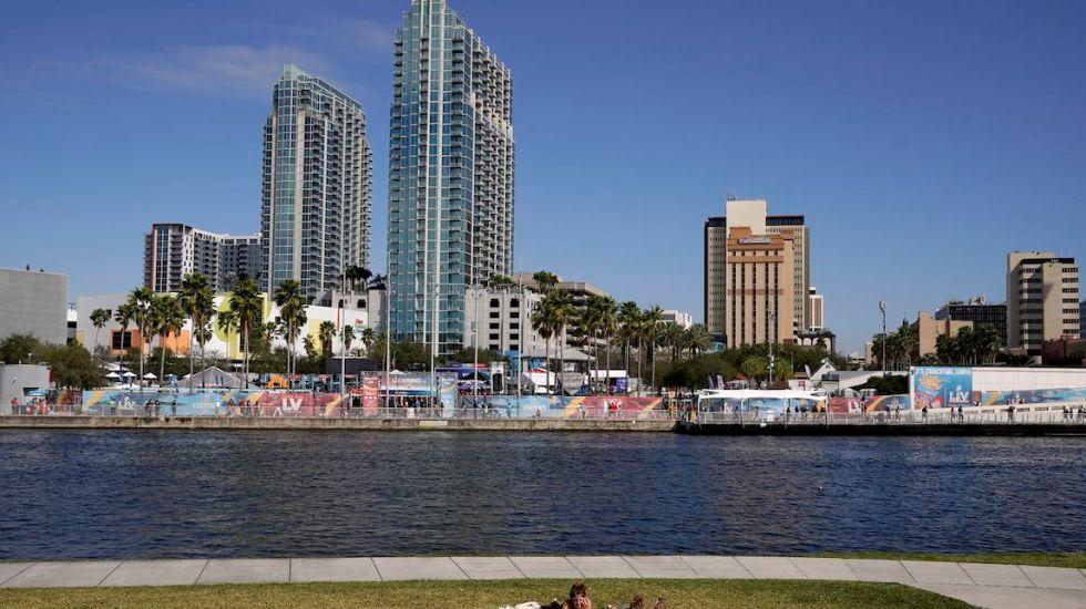 Arrestan a hombre por volar dron en área restringida del Super Bowl LV - Foto de Tampa Bay Times.