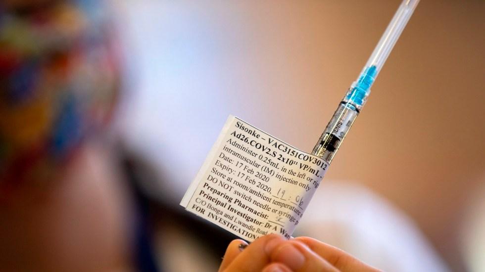 Comisión Europea autoriza la comercialización de la vacuna de Johnson & Johnson - Una vacunas de Johnson & Johnson contra COVID-19. Foto de EFE/Nic Bothma/Archivo.