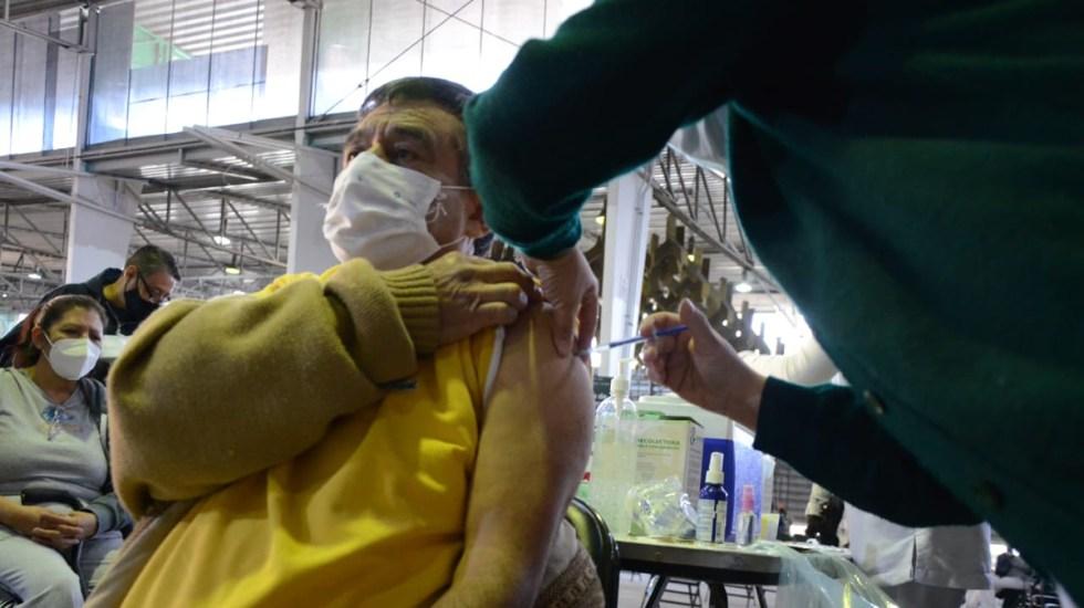 Continúa vacunación en CDMX; hoy toca a adultos mayores cuyo primer apellido inicia con M - Vacunación contra COVID-19 de adultos mayores en el Palacio de los Deportes. Foto de @GobCDMX