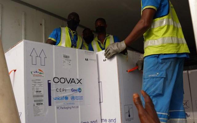 COVID-19 rompe récords en América mientras Covax llega a Chile y México - Vacunas contra COVID-19 del mecanismo COVAX Foto de @WHOGhana