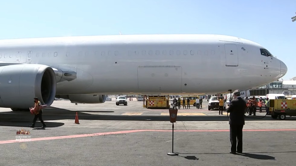 Llega a CDMX avión con nuevo embarque de vacunas contra COVID-19 de Pfizer - Foto de captura de pantalla