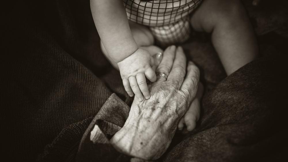 Pandemia redujo en un año la expectativa de vida en Estados Unidos - Foto de Rod Long para Unsplash