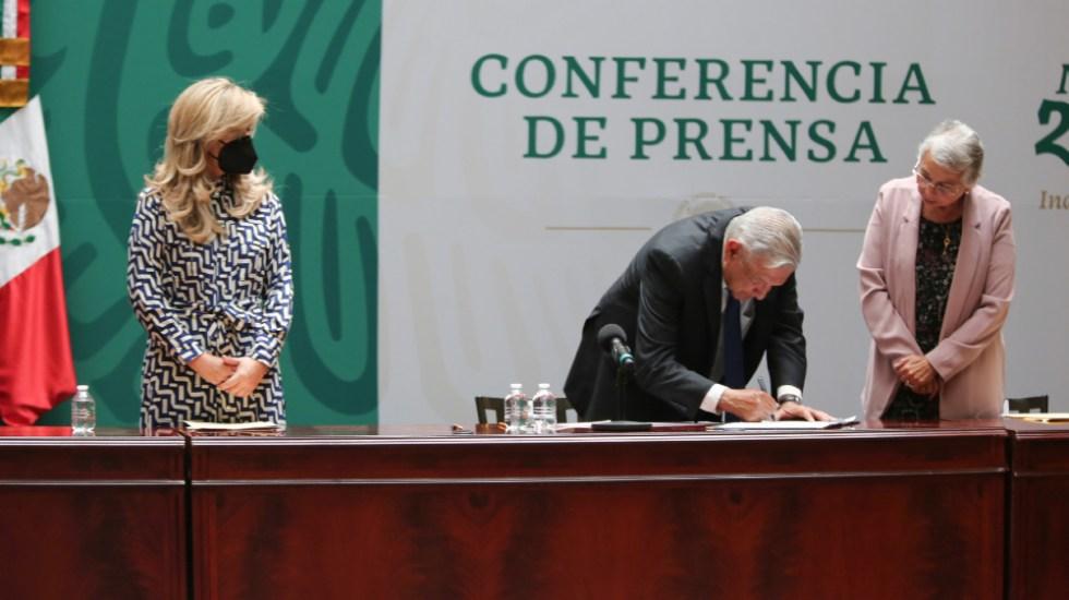 Firma AMLO con gobernadores Acuerdo Nacional por la Democracia - Foto de @lopezobrador_