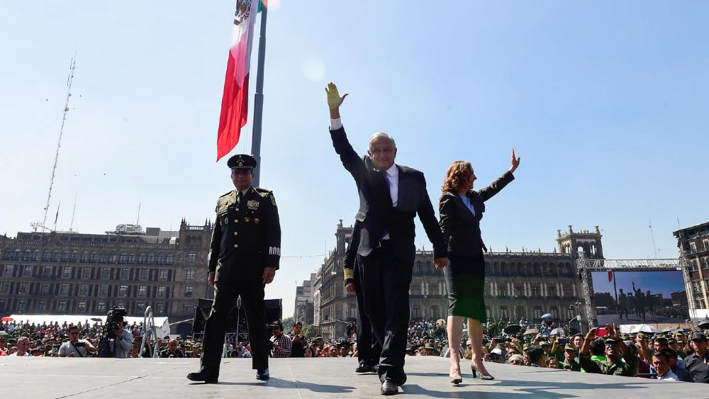 López Obrador espera para septiembre realizar acto masivo en el Zócalo - AMLO Lopez Obrador Zocalo Ejercito