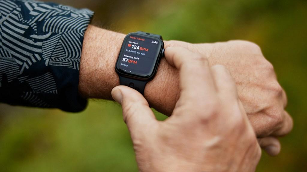 Apple cumple 45 años con el objetivo de pasar del hardware a los servicios - El Apple Watch es capaz de medir la frecuencia cardiaca. Foto de Apple
