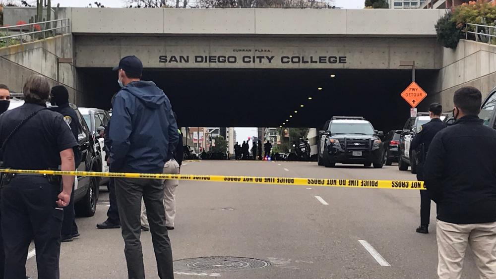 Conductor atropella a ocho personas en San Diego, California - Foto de @JackieCreaTV