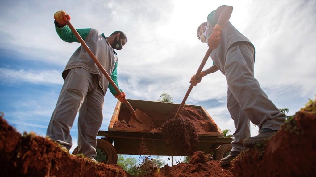 Brasil supera por primera vez los 3 mil muertos por COVID-19 en un día - Contagios de COVID-19 en Brasil. Foto de EFE