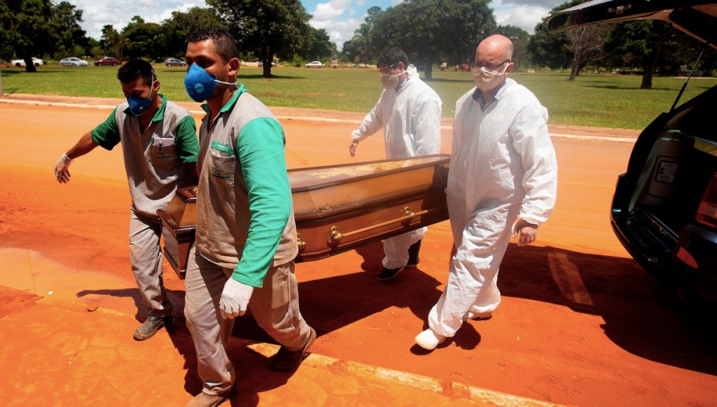 Brasil supera a India y es el segundo país con más casos de COVID-19 en el mundo - Foto de EFE